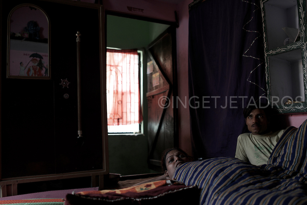 Simram (L) and her boyfriend Aadil (R) relaxing at home while watching dvd's. Varanasi, India.