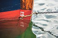 Stäven på segelfaryget Ariel som ligger vid en brygga på Dalarö i Stockholms skärgård. / Archipelago Stockholm Sweden