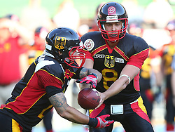 07.06.2014, Ernst Happel Stadion, Wien, AUT, American Football Europameisterschaft 2014, Finale, Oesterreich (AUT) vs Deutschland (GER), im Bild Danny Washington, (Team Germany, RB, #2) und Marco Ehrenfried, (Team Germany, QB, #8) // during the American Football European Championship 2014 final game between Austria and Denmark at the Ernst Happel Stadion, Vienna, Austria on 2014/06/07. EXPA Pictures © 2014, PhotoCredit: EXPA/ Thomas Haumer