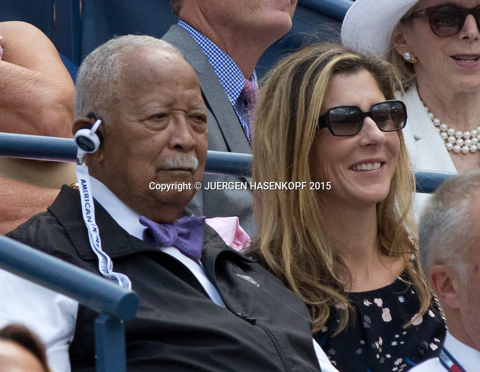 US Open Feature, Monica Seles und der ehemalige Buergermeister David Dinkins sitzen in der Ehrenloge,VIP Gaeste,<br /> <br /> Tennis - US Open 2015 - Grand Slam ITF / ATP / WTA -  Flushing Meadows - New York - New York - USA  - 11 September 2015.