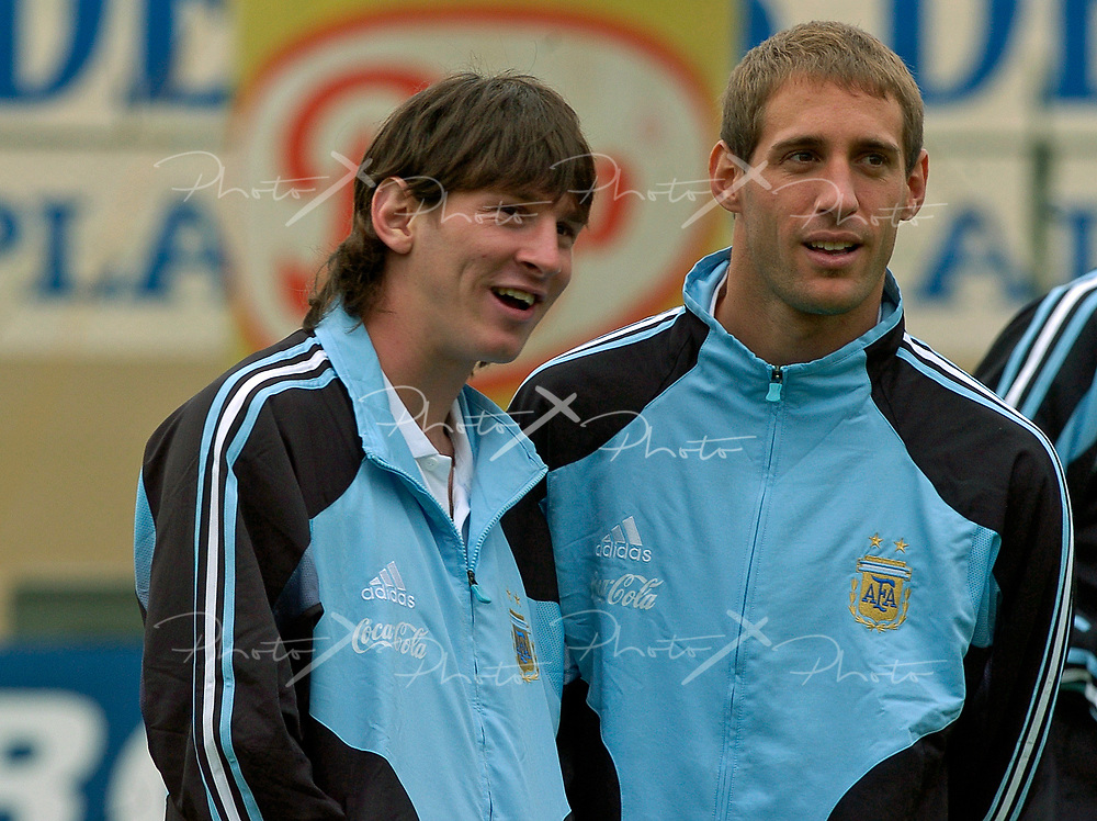 Argentina's forward Lionel Messi (L) gestures next his teammate Pablo Zabaeta  during the FIFA 2006 World Cup Germany Qualifying football match against Paragay, at Defensores de Chaco stadium,  in Asuncion, Paraguay, on September 3, 2005.