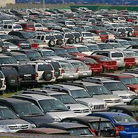 Toluca, Mex.- Cientos de vehiculos y camionetas nuevos son estacionados en un predio a un costado de las oficinas de la secretaria de Desarrollo Social sobre el paseo Tollocan de Toluca. Agencia MVT / Mario Vazquez de la Torre. (DIGITAL)<br /> <br /> <br /> <br /> <br /> <br /> <br /> <br /> NO ARCHIVAR - NO ARCHIVE