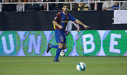 03-03-2007 VOETBAL: SEVILLA FC - BARCELONA: SEVILLA  <br /> Sevilla wint de topper met Barcelona met 2-1 / Oleguer - boarding unibet.com<br /> ©2006-WWW.FOTOHOOGENDOORN.NL