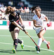 AMSTELVEEN  - Hockey -  2e wedstrijd halve finale Play Offs dames.  Amsterdam-Oranje Rood (2-1) . Sosha Benninga (A'dam) met rechts Marlena Rybacha (Oranje-Rood) .    COPYRIGHT KOEN SUYK