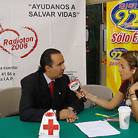 Toluca, Mex.- Luis Maccise Uribe, Delegado de la Cruz Roja Estado de México señalo que la finalidad del Radiotón es obtener recursos para adquirir ambulancias, equipo e instrumental médico que mucha falta le hacen a la Institución. Agencia MVT / Especial CRM. (DIGITAL)<br /> <br /> <br /> <br /> NO ARCHIVAR - NO ARCHIVE