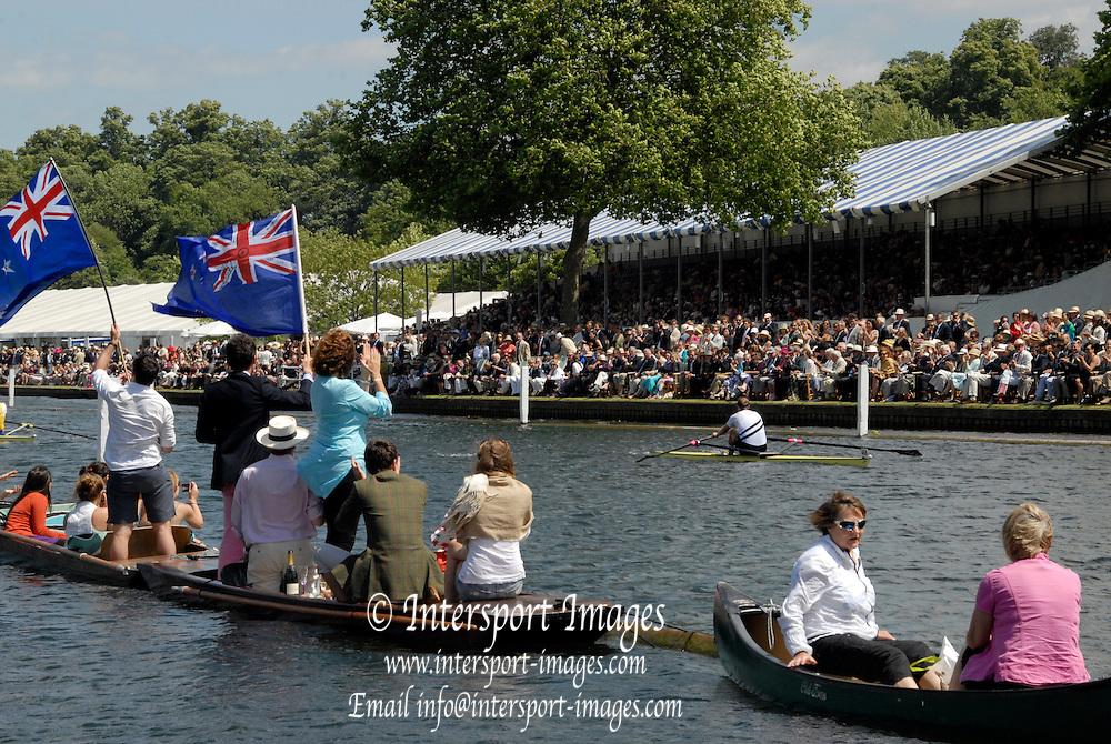 Henley, United Kingdom, GV, General View, Rowing, 2010 Henley Royal Regatta, Henley-on-Thames, Sunday  04/07/2010.  [Mandatory Credit Karon Phillips/Intersport Images] . HRR.