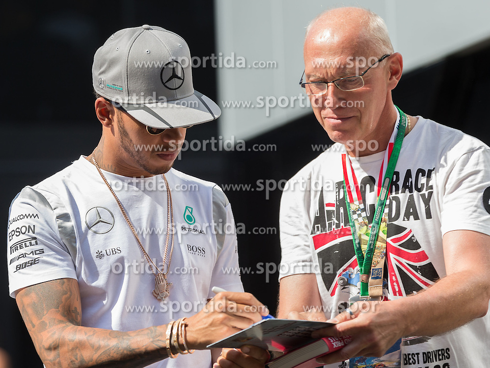30.06.2016, Red Bull Ring, Spielberg, AUT, FIA, Formel 1, Grosser Preis von Österreich, Vorberichte, im Bild Lewis Hamilton (GBR) Mercedes AMG Petronas F1 Team // Lewis Hamilton (GBR) Mercedes AMG Petronas F1 Team during the Preparation for the Austrian Formula One Grand Prix at the Red Bull Ring in Spielberg, Austria on 2016/06/30. EXPA Pictures © 2016, PhotoCredit: EXPA/ Dominik Angerer