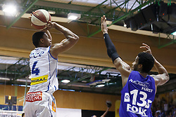 05.06.2017, Walfersamhalle, Kapfenberg, AUT, ABL Finale, ece Bulls Kapfenberg vs Redwell Gunners Oberwart, 4. Spiel, im Bild Kareem Jamar (ece bulls Kapfenberg) und Andell Cumberbatch (Redwell Gunners Oberwart) // during the Austrian Basketball League final round 4th match between ece Bulls Kapfenberg and Redwell Gunners Oberwart at the Walfersam Sportscenter, Kapfenberg, Austria on 2017/06/05, EXPA Pictures © 2017, PhotoCredit: EXPA/ Erwin Scheriau