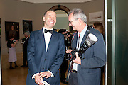 WOLFGANG TILLMANS; MARTIN PARR, Royal Academy of Arts Annual dinner. Royal Academy. Piccadilly. London. 1 June <br /> <br />  , -DO NOT ARCHIVE-© Copyright Photograph by Dafydd Jones. 248 Clapham Rd. London SW9 0PZ. Tel 0207 820 0771. www.dafjones.com.