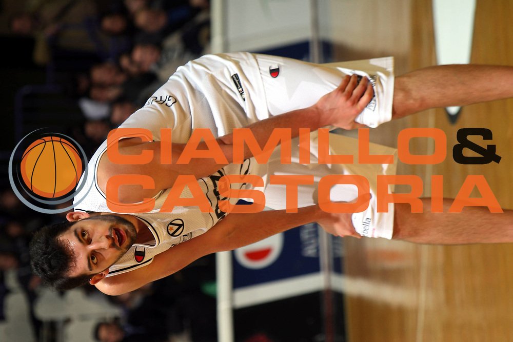 DESCRIZIONE : Bologna Lega A1 2007-08 La Fortezza Virtus Bologna Pierrel Capo Orlando <br /> GIOCATORE : Luca Garri <br /> SQUADRA : VidiVici Virtus Bologna <br /> EVENTO : Campionato Lega A1 2007-2008 <br /> GARA : La Fortezza Virtus Bologna Pierrel Capo Orlando <br /> DATA : 06/01/2008 <br /> CATEGORIA : Ritratto Delusione <br /> SPORT : Pallacanestro <br /> AUTORE : Agenzia Ciamillo-Castoria/L.Villani