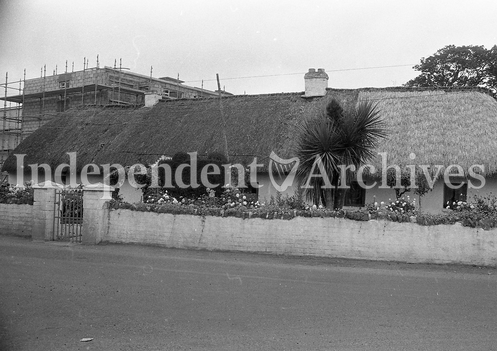 Thatched cottage on Blackhorse Ave in Dublin, September 1972.<br /> (Part of the Independent Newspapers Ireland/NLI Collection)