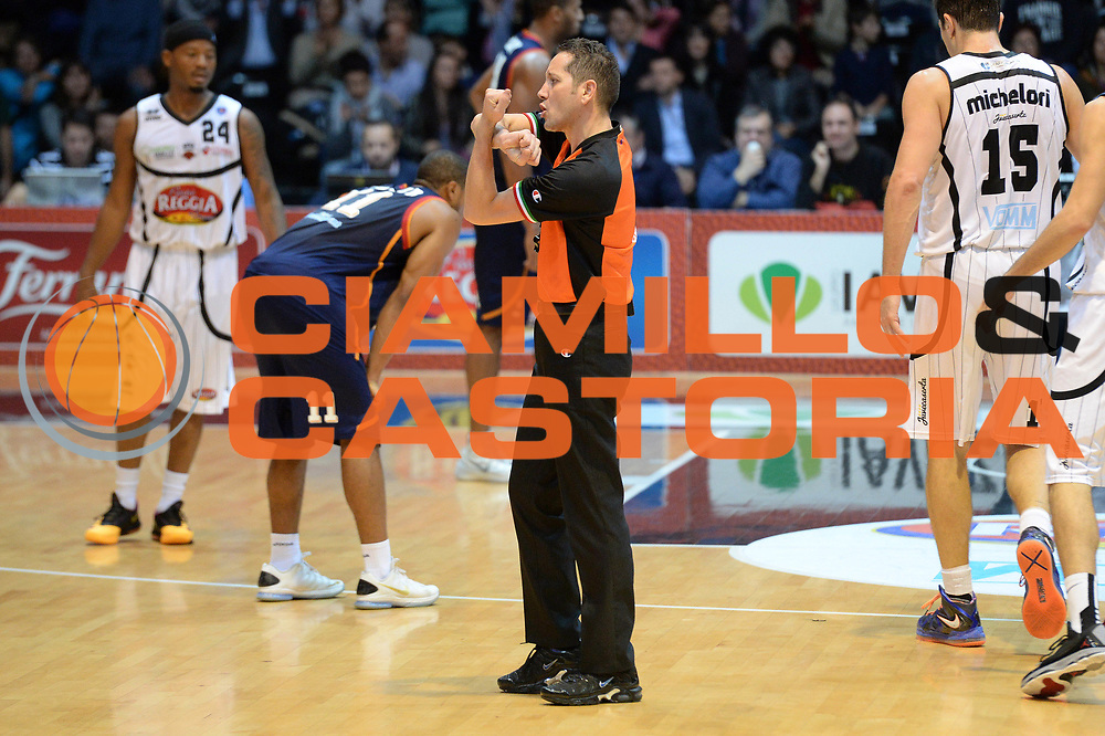 DESCRIZIONE : Caserta Lega serie A 2013/14  Pasta Reggia Caserta Acea Virtus Roma<br /> GIOCATORE : arbitro<br /> CATEGORIA : mani <br /> SQUADRA : Pasta Reggia Caserta<br /> EVENTO : Campionato Lega Serie A 2013-2014<br /> GARA : Pasta Reggia Caserta Acea Virtus Roma<br /> DATA : 10/11/2013<br /> SPORT : Pallacanestro<br /> AUTORE : Agenzia Ciamillo-Castoria/GiulioCiamillo<br /> Galleria : Lega Seria A 2013-2014<br /> Fotonotizia : Caserta  Lega serie A 2013/14 Pasta Reggia Caserta Acea Virtus Roma<br /> Predefinita :