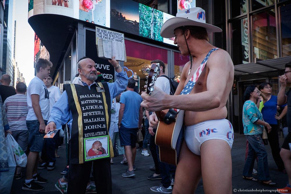 Der nakes Cowboy war einer der ersten Strassenkünstler am Times Square. Mittlerweile wurde das Original von seinen Kopien verdrängt.