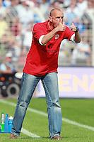 Jena , 190807 , Saison 2007/2008 ; Fussball 2.Bundesliga FC Carl Zeiss Jena , FC Carl Zeiss Jena - FC St. Pauli  Sportchef Holger Stanislawski (Pauli) Daumen hoch