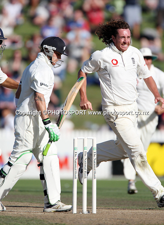 England bowler Ryan Sidebottom celebrates taking the wicket of Brendon McCullum for 51.<br />