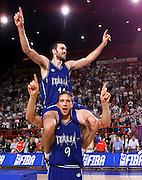 Parigi 03/07/1999<br /> Campionati Europei di Basket Francia 1999<br /> Finale<br /> Italia-Spagna<br /> Andrea Meneghin e Alessandro De Pol