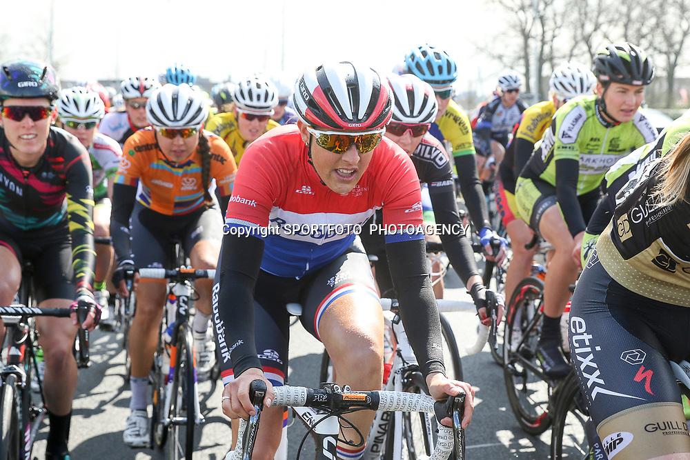 16-04-2016: Wielrennen: IJsseldelta Topcompetitie vrouwen: Zwolle<br />ZWOLLE (NED) wielrennen Wind was in deze editie de grootste tegenstanders van de vrouwen. Nationaal Kampioen vrouwen Lucinda Brand