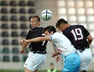 n/z.: Luis Swisher (nr13-Polonia) , Nebojsa Zivkovic (nr5-Plock) , Krzysztof Bak (nr19-Polonia) podczas meczu ligowego Polonia Warszawa (czarne) - Wisla Plock (niebieskie) 0:1 , I liga polska , 2 kolejka sezon 2005/2006 , pilka nozna , Polska , Warszawa , 30-07-2005 , fot.: Adam Nurkiewicz / mediasport..Luis Swisher (nr13-Polonia) , Nebojsa Zivkovic (nr5-Plock) , Krzysztof Bak (nr19-Polonia)  fight for the the ball during Polish league first division soccer match in Warsaw. July 30, 2005 ; Polonia Warszawa (black) - Wisla Plock (blue) 0:1 ; first division , 2 round season 2005/2006 , football , Poland , Warsaw ( Photo by Adam Nurkiewicz / mediasport )