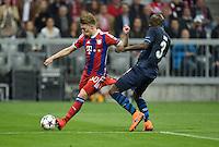 FUSSBALL  CHAMPIONS LEAGUE  SAISON 2014/2015  VIERTELFINALE RUECKSPIEL FC Bayern Muenchen  - FC Porto                   21.04.2015 Michell Weiser (li, FC Bayern Muenchen) gegen Bruno Martins Indi (re, FC Porto)