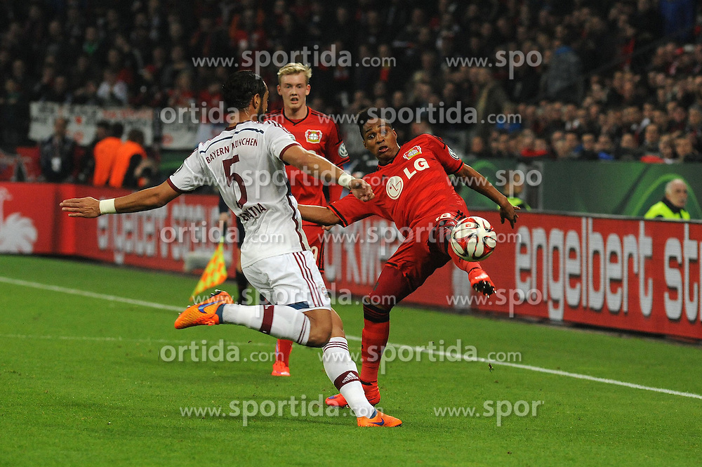 08.04.2015, BayArena, Leverkusen, GER, DFB Pokal, Bayer 04 Leverkusen vs FC Bayern Muenchen, Viertelfinale, im Bild Wendell ( rechts Bayer 04 Leverkusen ) im Zweikampf mit Mehdi Benatia ( links FC Bayern Muenchen ) // during the German DFB Pokal quarter final match between Bayer 04 Leverkusen and FC Bayern Munich at the BayArena in Leverkusen, Germany on 2015/04/08. EXPA Pictures &copy; 2015, PhotoCredit: EXPA/ Eibner-Pressefoto/ THIENEL<br /> <br /> *****ATTENTION - OUT of GER*****