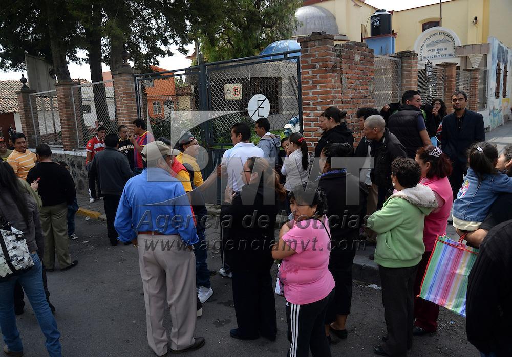 Toluca, Méx.- Habitantes de la delegación de San Buenaventura, tomaron las instalaciones del Organismo Independiente de Agua Potable, denunciando presuntas irregularidades por parte del Comité saliente de este organismo. Agencia MVT / Crisanta Espinosa