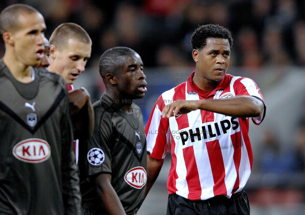 05-12-2006 VOETBAL: CHAMPIONS LEAGUE: PSV - BORDEAUX: EINDHOVEN<br /> PSV wordt volledig weggespeeld door Bordeaux en verliest met 3-1 maar plaatst zich wel voor de volgende ronde / Patrick Kluivert<br /> &copy;2006-WWW.FOTOHOOGENDOORN.NL