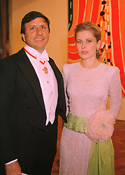 The HON.SIR ROCCO & LADY FORTE at a dinner in London on 27th May 1998.<br /> MHX 44
