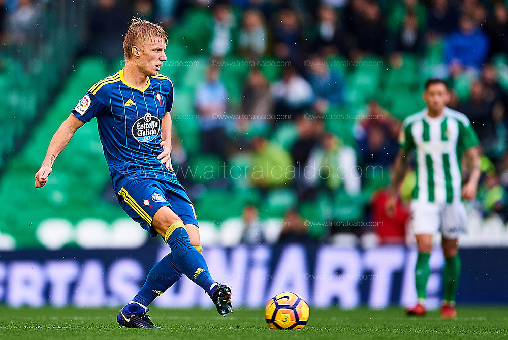 SEVILLE, SPAIN - DECEMBER 04:  Daniel Wass of RC Celta de Vigo in action during La Liga match between Real Betis Balompie an RC Celta de Vigo at Benito Villamarin Stadium on December 4, 2016 in Seville, Spain.  (Photo by Aitor Alcalde Colomer/Getty Images)