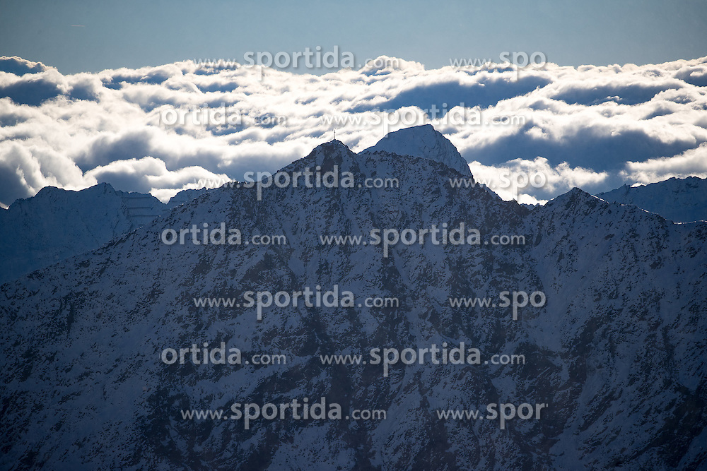22.10.2016, Rettenbachferner, Soelden, AUT, FIS Weltcup Ski Alpin, Soelden, Riesenslalom, Damen, 2. Durchgang, im Bild Übersicht auf die Umliegenden Berge // Overview of the Mountains reacts after her 2nd run of ladies Giant Slalom of the FIS Ski Alpine Worldcup opening at the Rettenbachferner in Soelden, Austria on 2016/10/22. EXPA Pictures © 2016, PhotoCredit: EXPA/ Johann Groder