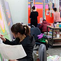 BEIJING, 3.DEZ.2015 : Liu Wei's Angestellte bei der Arbeit  in den verschiedenen Werkhallen.