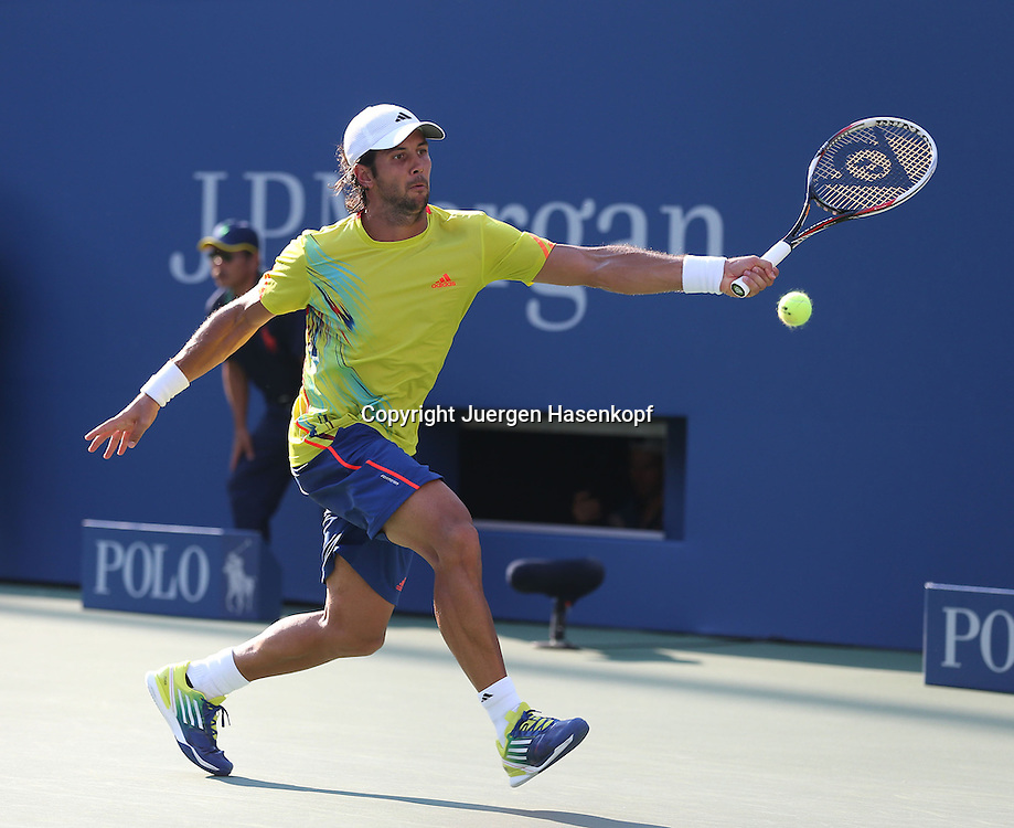 US Open 2012, USTA Billie Jean King National Tennis Center, Flushing Meadows, New York,.ITF Grand Slam Tennis Tournament,.Fernando Verdasco (ESP),Aktion,Einzelbild,.Ganzkoerper,Querformat,