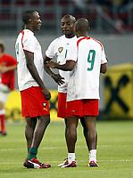 Fotball<br /> Østerrike v Kamerun<br /> 12.08.2009<br /> Foto: Gepa/Digitalsport<br /> NORWAY ONLY<br /> <br /> Bild zeigt Soreme Geremi Njtiap, Achille Webo und Samuel Eto'o (CMR)