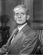 "27/04/1957<br /> 04/27/1957<br /> 27 April 1957<br /> Gael Linn- ""Muiris O hAirt"" drama at Damer Hall. Portrait of actor Seamus O'Dubhgáin"