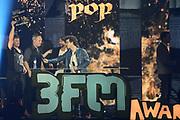 De 3FM Awards 2014 in de Gashouder, Amsterdam.<br /> <br /> Op de foto:  Racoon wint de award voor beste band
