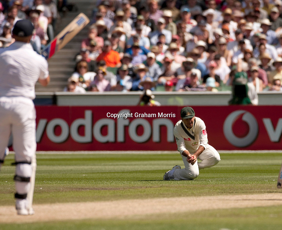 Ricky Ponting catches Matt Prior off Peter Siddle during the fourth Ashes test match between Australia and England at the MCG in Melbourne, Australia. Photo: Graham Morris (Tel: +44(0)20 8969 4192 Email: sales@cricketpix.com) 28/12/10