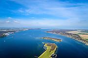 Nederland, Zeeland, Gemeente Veere, 01-04-2016; Vrouwenpolder, Veesre Meer met de onbewoonde eilanden Schutteplaat en Mosselplaat. Zicht op Veerse Gatdam. Dam waarmee het Veerse Gat is gesloten, een van de Deltawerken. Tussen Walcheren en Noord-Beveland.<br /> Veerse gat dam, one of the Deltaworks. <br />  <br /> luchtfoto (toeslag op standard tarieven);<br /> aerial photo (additional fee required);<br /> copyright foto/photo Siebe Swart