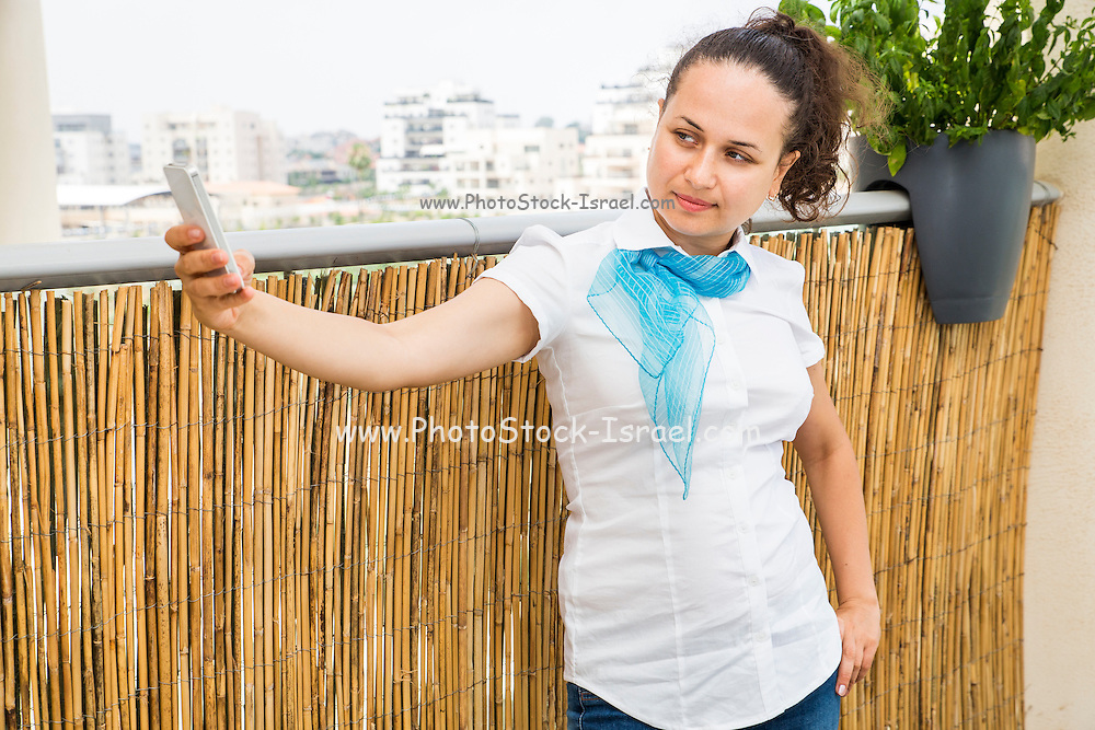 woman in her 20s with a cell phone