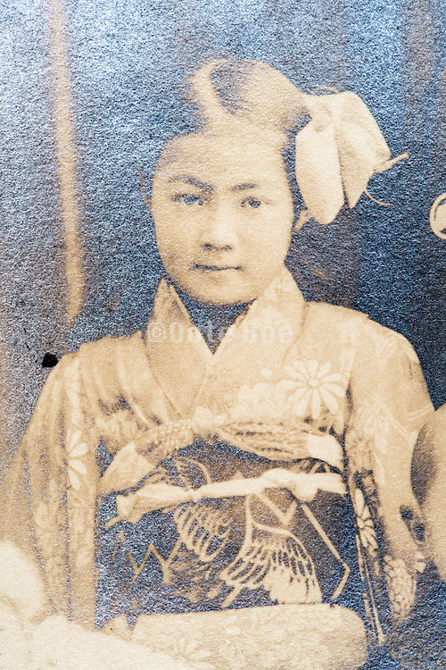 young gilr in Kimono Japan ca 1930s