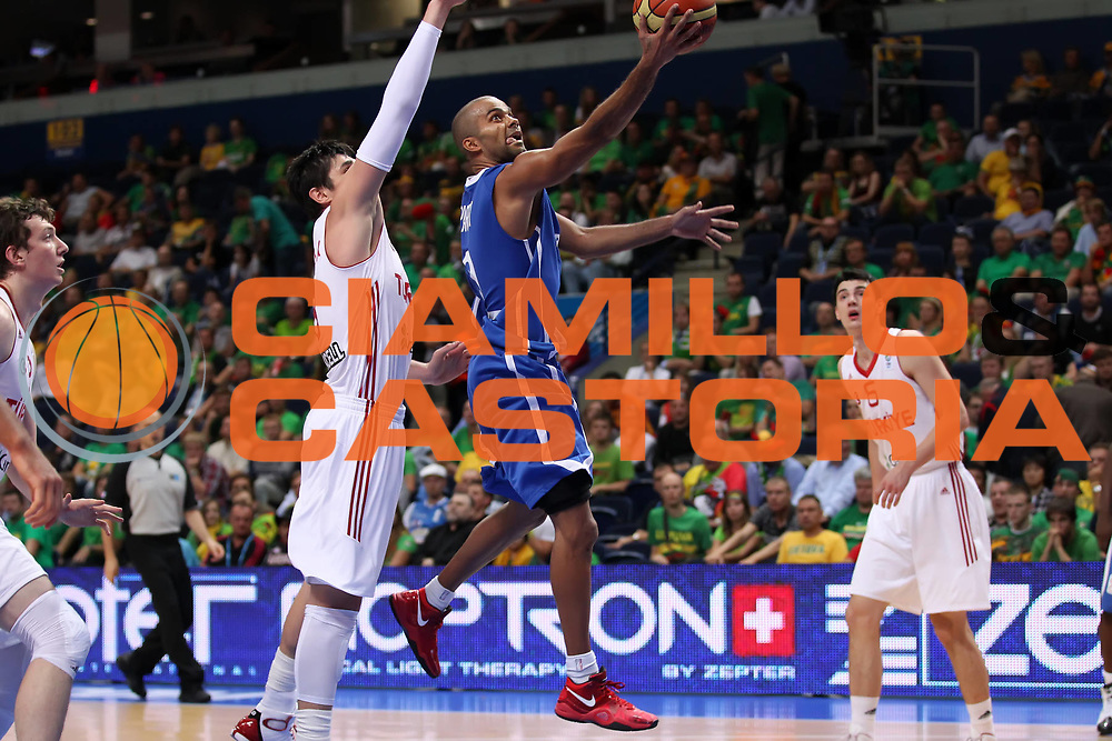 DESCRIZIONE : Vilnius Lithuania Lituania Eurobasket Men 2011 Second Round Turchia Francia Turkey France<br /> GIOCATORE : Tony Parker <br /> SQUADRA : Francia France<br /> EVENTO : Eurobasket Men 2011<br /> GARA : Turchia Francia Turkey France<br /> DATA : 07/09/2011 <br /> CATEGORIA : tiro shot<br /> SPORT : Pallacanestro <br /> AUTORE : Agenzia Ciamillo-Castoria/ElioCastoria<br /> Galleria : Eurobasket Men 2011 <br /> Fotonotizia : Vilnius Lithuania Lituania Eurobasket Men 2011 Second Round Turchia Francia Turkey France<br /> Predefinita :