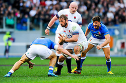 Chris Robshaw of England is tackled by Tommaso Castello of Italy - CFPfoto/JMP - 04/02/2018 - RUGBY UNION - Rome, Italy - Stadio Olimpico - Italy v England - 2018 NatWest 6 Nations Championship.