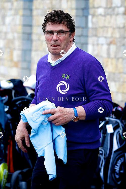 BADHOEVEDORP - De DON Masters is een celebrity golftoernooi, waarbij iedere flight bestaat uit 3 deelnemers en 1 bekende Nederlander. Het toernooi plaats op Golfclub The International. Met op de foto  Willem van Hanegem. FOTO LEVIN DEN BOER - PERSFOTO.NU