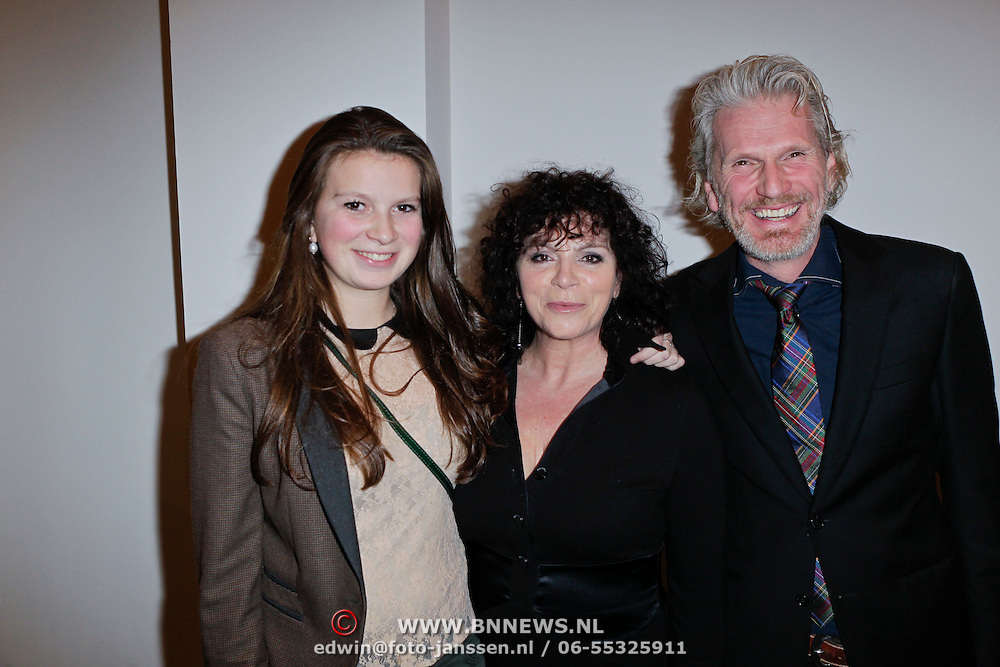 NLD/Amsterdam/20120116 - Premiere Next to Normal, Henriette Tol, partner Rob Snoek en dochter Louise