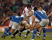 2005 Rugby, Investec Challenge, England vs Manu Samoa,  Steve Borthwick, finds a gap in mid field to attack, as England run out 40 points to 3 winners at the  RFU stadium, Twickenham, ENGLAND:     26.11.2005   © Peter Spurrier/Intersport Images - email images@intersport-images..