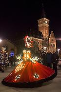 Europa, Deutschland, Nordrhein-Westfalen, Koeln, die Christmas-Parade Vagalume im Rheinauhafen, Elfen, Weihnachtsengel, Feen, Wichtel und andere Fantasiewesen mit beleuchteten Kostuemen begleiten die Kutsche von Santa Claus, Initiator der Parade ist der Basilianer Fernando C&eacute;zar Vieira.<br /> <br /> Europe, Germany, North Rhine-Westphalia, Cologne, the Christmas parade Vagalume at the Rheinau harbor, fairy, Christmas angel, gnomes and other fantasy creatures in illuminated costumes escort Santa Claus in his coach, initiator is the Brazilian Fernando C&eacute;zar Vieira.