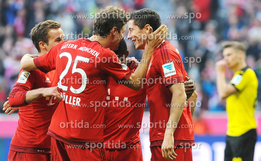 04.10.2015, Allianz Arena, Muenchen, GER, 1. FBL, FC Bayern Muenchen vs Borussia Dortmund, 8. Runde, im Bild Jubel bei Thomas Mueller (FC Bayern Muenchen) und Robert Lewandowski (FC Bayern Muenchen) nach dessen Tor zum 3:1 // during the German Bundesliga 8th round match between FC Bayern Munich and Borussia Dortmund at the Allianz Arena in Muenchen, Germany on 2015/10/04. EXPA Pictures &copy; 2015, PhotoCredit: EXPA/ Eibner-Pressefoto/ Stuetzle<br /> <br /> *****ATTENTION - OUT of GER*****