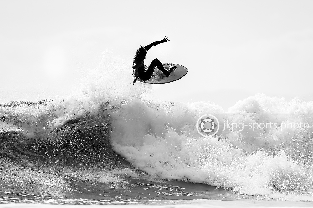161031 Surfing, Huntington beach, Municipal pier<br /> A unknown surfer @Huntington Beach (Was not able to get his name).<br /> &copy; Daniel Malmberg/Jkpg Sports Photo
