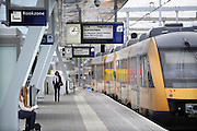 Nederland, Arnhem, 13-6-2012Het vernieuwde centraal station van de NS. Arnhem wordt in de toekomst een knooppunt voor het treinverkeer. Een stoptrein van Syntus staat klaar om naar Doetinchem te gaan.Foto: Flip Franssen/Hollandse Hoogte