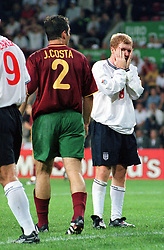 EURO 2000 ENGLAND V PORTUGAL (2-3) EINDHOVEN PHOTO ROBIN PARKER PAUL SCHOLES AFTER MISSED CHANCE