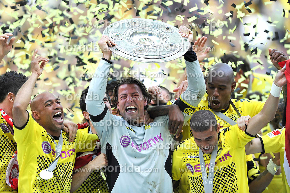 14.05.2011, Signal Iduna Park, Dortmund, GER, 1.FBL, Borussia Dortmund vs Eintracht Frankfurt, im Bild Roman Weidenfeller (Dortmund #1) mit der Meisterschale //  during the German 1.Liga Football Match,  Borussia Dortmund vs Eintracht Frankfurt, at the Signal Iduna Park, Dortmund, 14/05/2011 . EXPA Pictures © 2011, PhotoCredit: EXPA/ nph/  Conny Kurth       ****** out of GER / SWE / CRO  / BEL ******