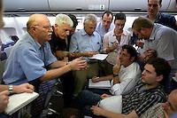 10 DEC 2004, ABU DHABI/UNITED ARAB EMIRATES:<br /> Peter Struck, SPD, Bundesverteidigungsminister, und Journalisten, waehrend einem Hintergrundgespraech auf dem Heimflug nach Besuches des Ausbildungskommandos der Bundeswehr fuer irakische Soldaten bei Abu Dhabi, Airbus A310 der Flugbereitschaft der Bundesluftwaffe<br /> IMAGE: 20041210-01-065<br /> KEYWORDS: Reise, Vereinigte Arabische Emirate, VAE, UAE, Gespräch, Hintergrundgespräch, Journalist